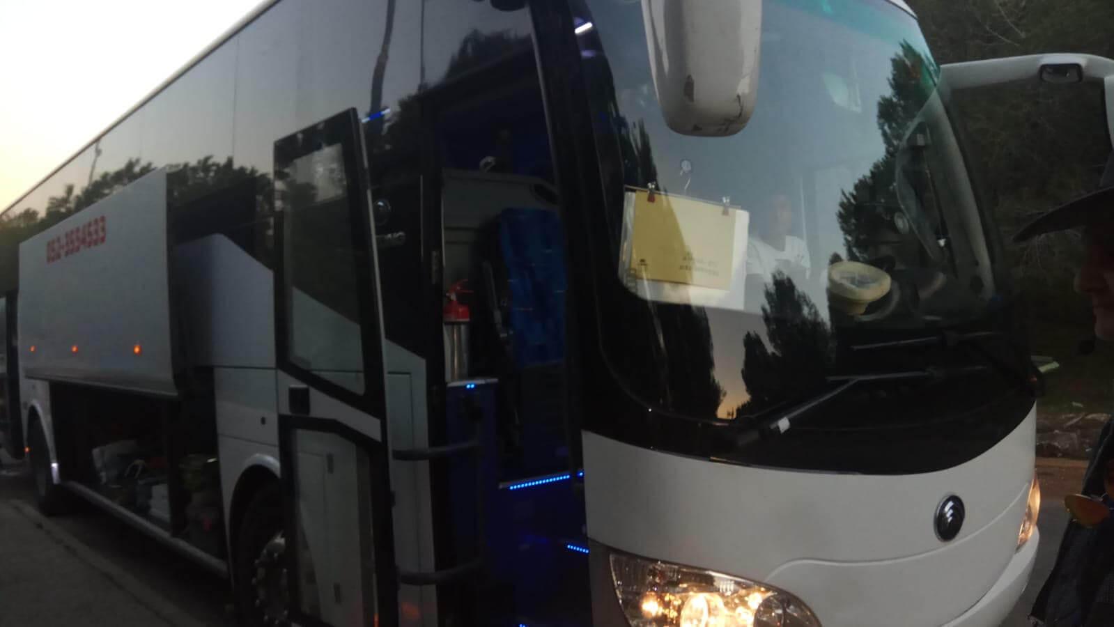 אוטובוס 53 מקומות + כסא מדריך